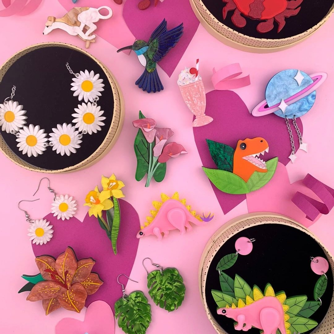 brooches lapel pins and all accessories by the best makers!