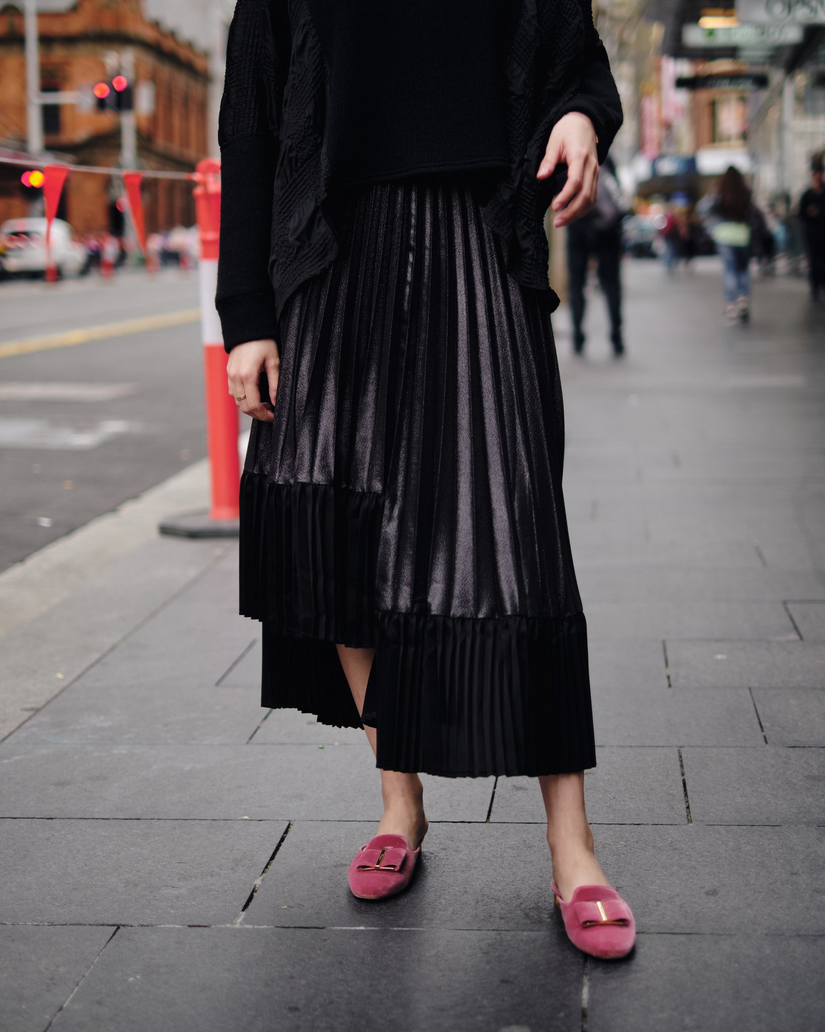 ASYMMETRICAL PLEATS SKIRT
