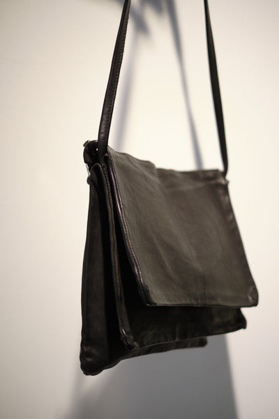 GUIDI KANGAROO FULL GRAIN LARGE 3 POCKET BAG [FW18-PKT04M-BLKT]
