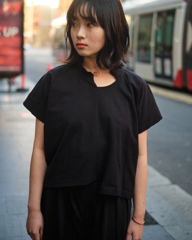 LIMI feu ASYMMETRICAL CROPPED T-SHIRT
