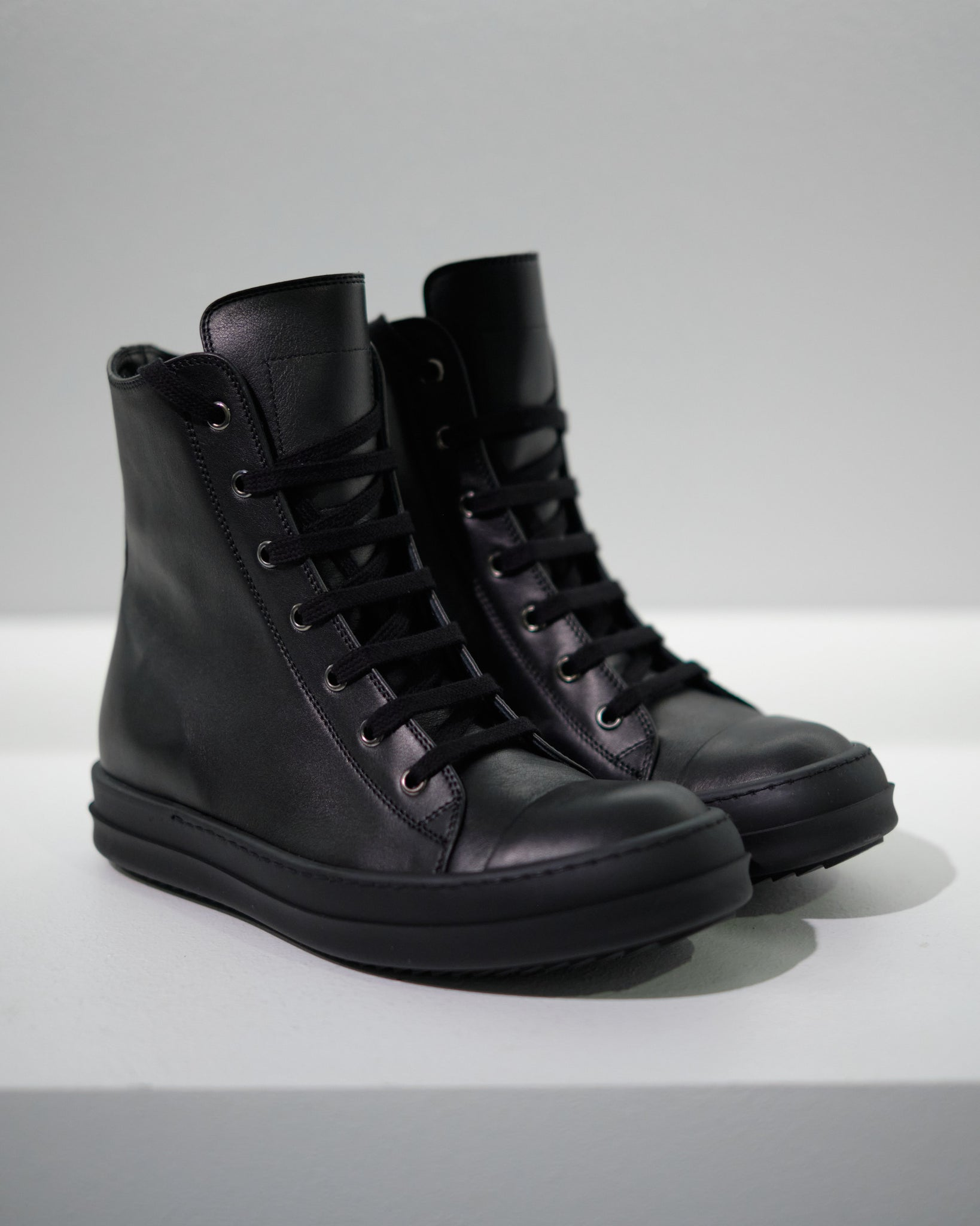 LEATHER HI-TOP SNEAKERS W - BLACK/BLACK