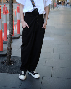 CROSSBODY SUSPENDER PANTS