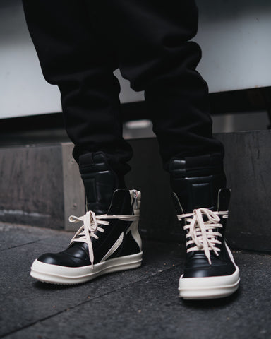 GEOBASKET HI-TOP SNEAKER (BLACK/MILK)