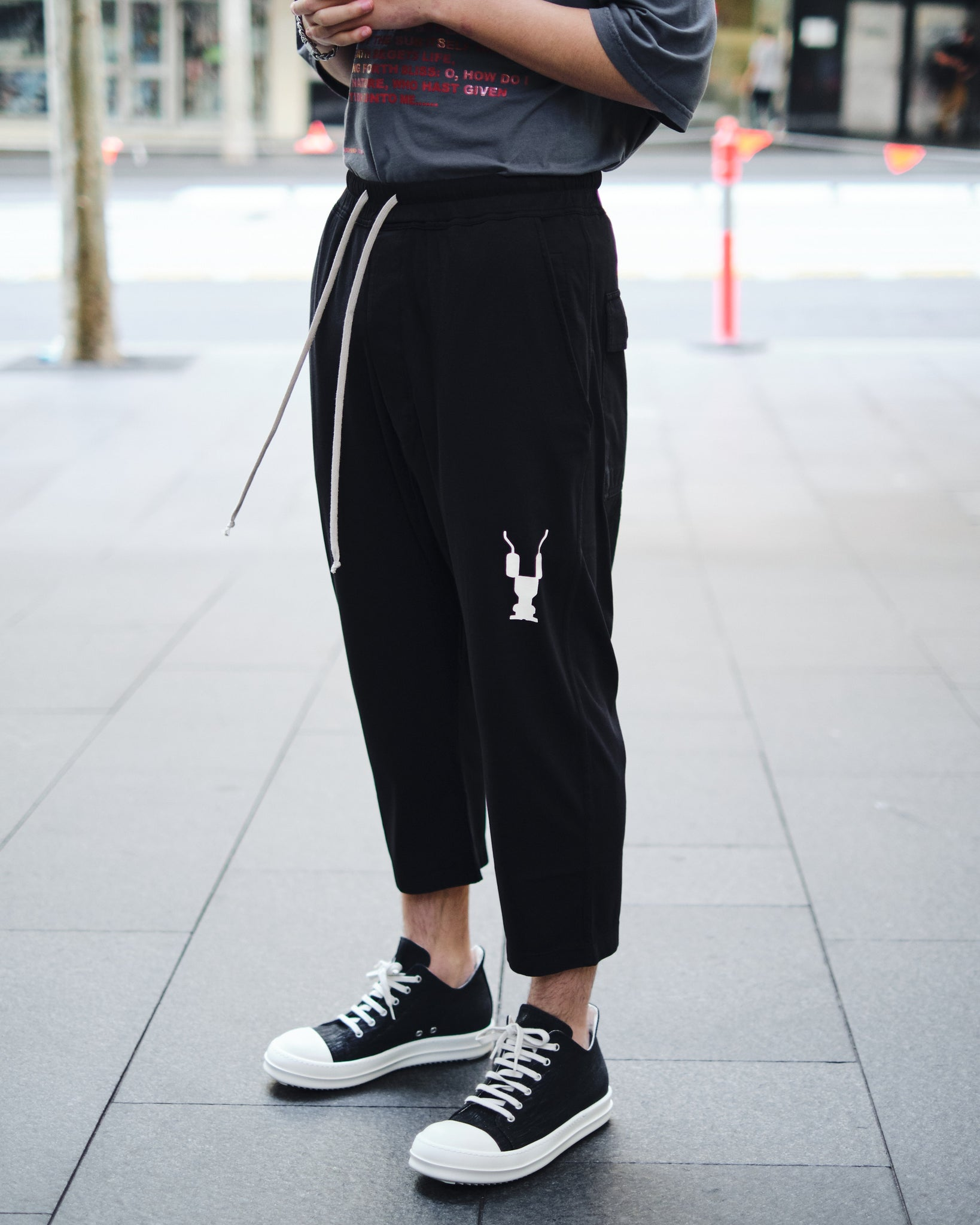 GYM LOGO DRAWSTRING CROPPED PANTS