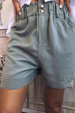 Side Pockets Buttoned Shift Casual Short Pants