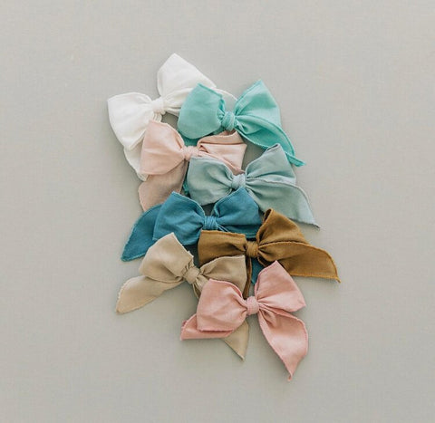 Poppy Knots Oversized Edged Bow on Clip - White