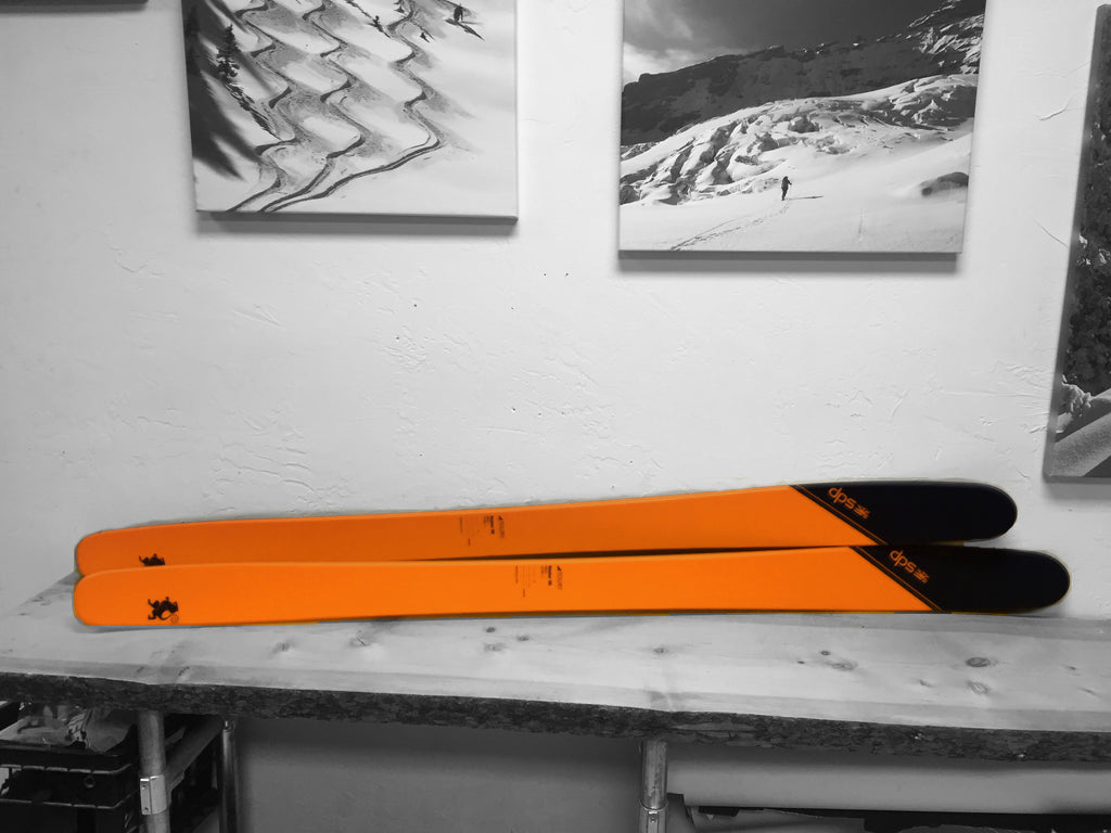 DPS Tour 1 skis