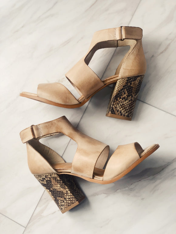 In Love Peep Toe Heel Wheat / Snakeprint