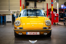 Load image into Gallery viewer, Porsche 911 Softwindow '69 Bahama Yellow