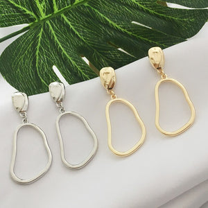 Minimal Golden Squeezed Hoop Drops