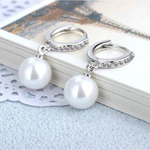 Load image into Gallery viewer, Abundance Sparkle Pearl Earrings