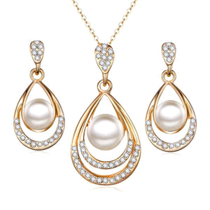 Chic Jewellery Set Earrings and Necklace Gold