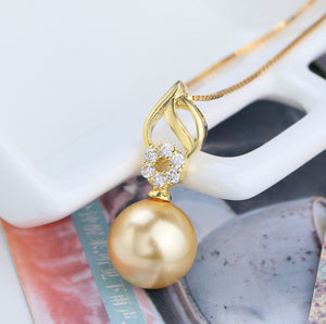 Chic Gold Necklace with Pearl Pendant