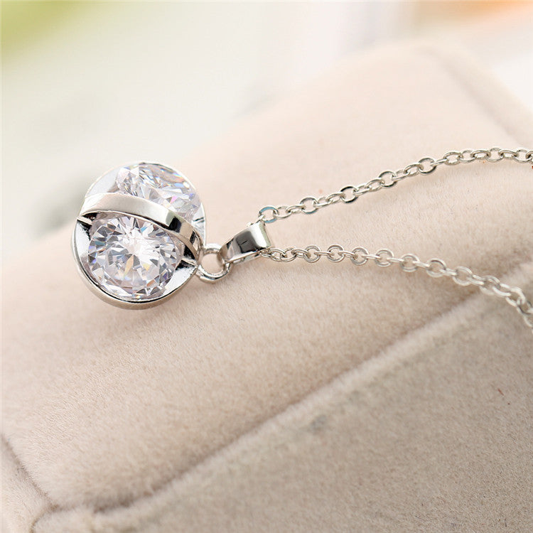 Chic Silver Necklace With Crystal Chunk