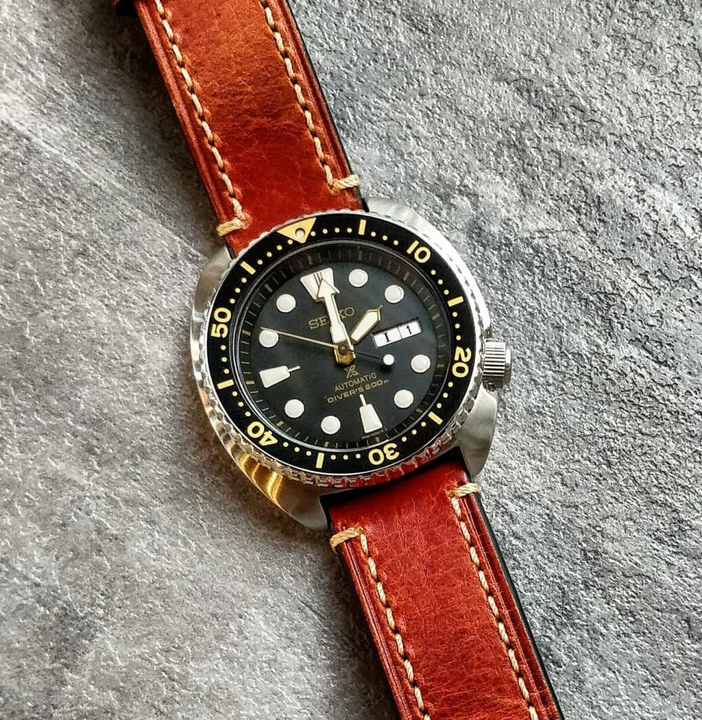 M1 Vintage Leather Watch Strap in Amber with Pre-V Silver Buckle (24mm) - Nomad watch Works