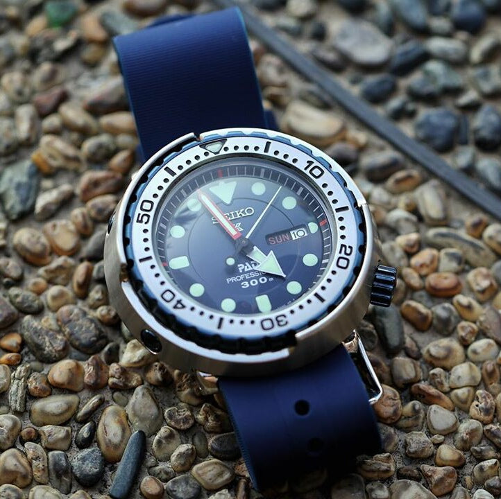 Rubber Nato Strap in Navy with Silver Buckle (18mm)
