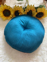 Load image into Gallery viewer, Round Patchwork Meditation Floor Pillow