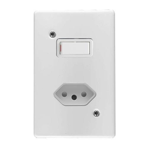 Crabtree Classic Single Switched Slimline Socket