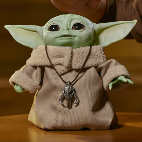 Image of (Hasbro)The Mandalorian's Baby Yoda Comes to Life in Actual-Size Animatronic Toy
