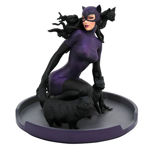 (Diamond Select) (Pre-Order) Batman Gallery 1990s Catwoman Statue - Deposit Only