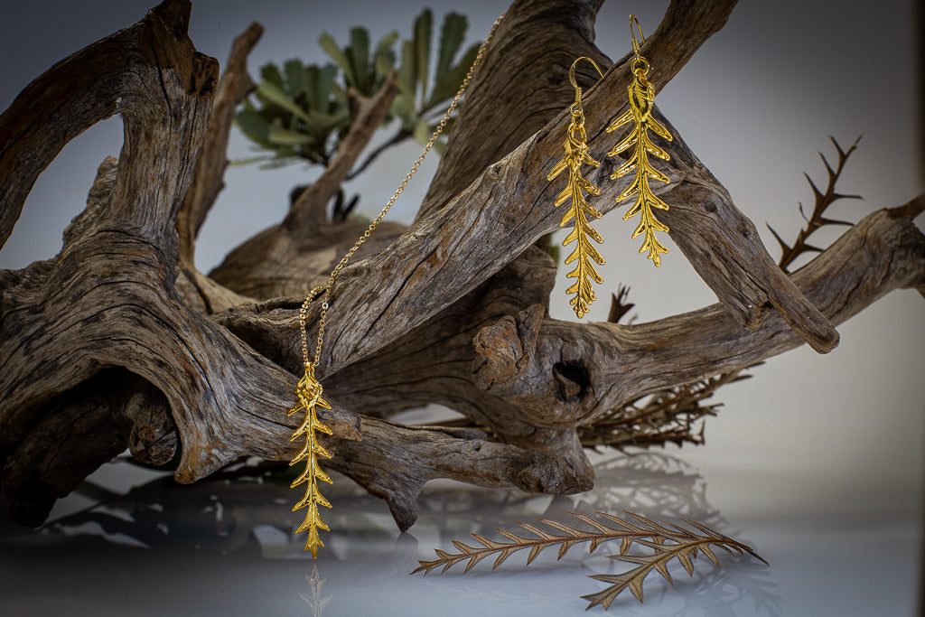 Gold Grevillea Ivanhoe Leaf Pendant & Earrings Set