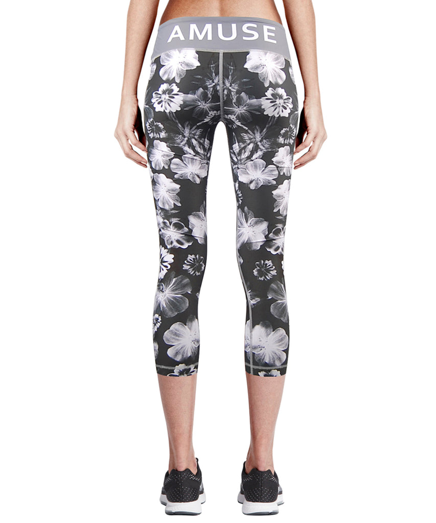 white flower pattern compression capri legging for women