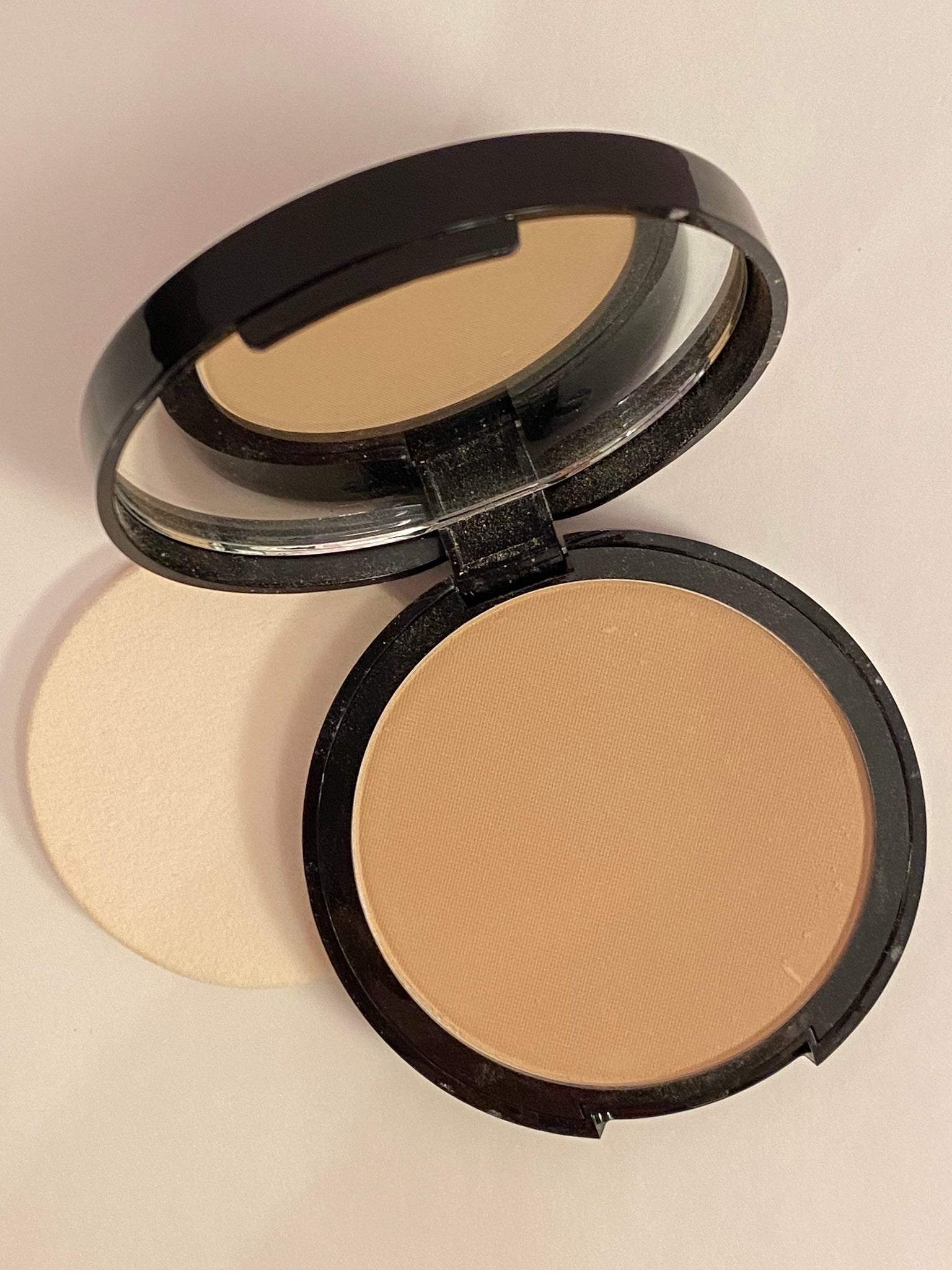 Dual-Activ Powder Foundation in Light Beige