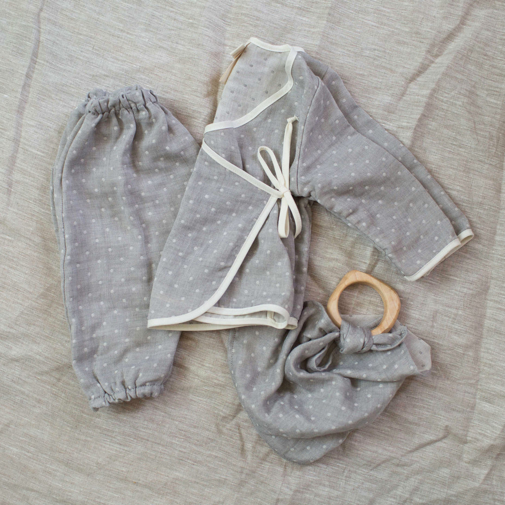 dotted layette set / light gray