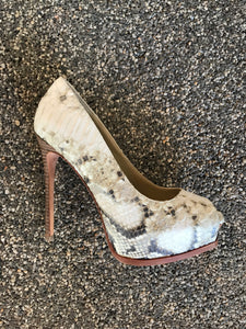 Kenneth Cole Top Tier Snake Pump- natural