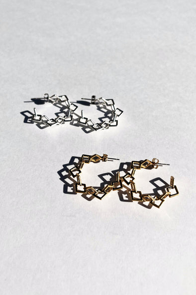 SQUARE MOTIF HOOP PIEECED EARRINGS