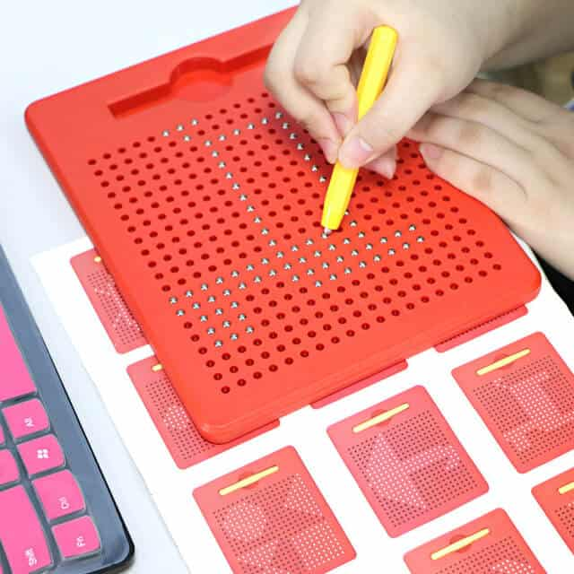 Playmags magna board with magnetic pen - design & draw includes 714 magnetic balls