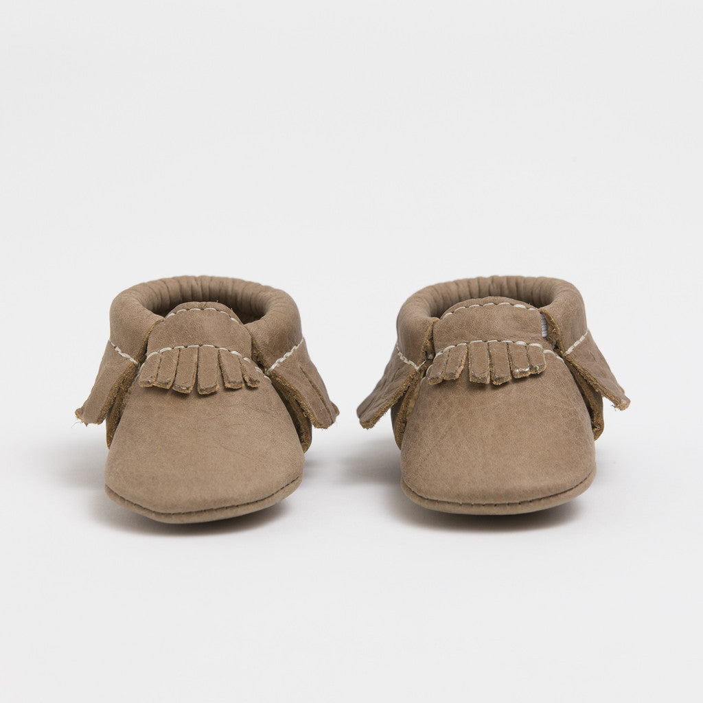 PETITE WEATHERED BROWN - CRIB MOCCASINS