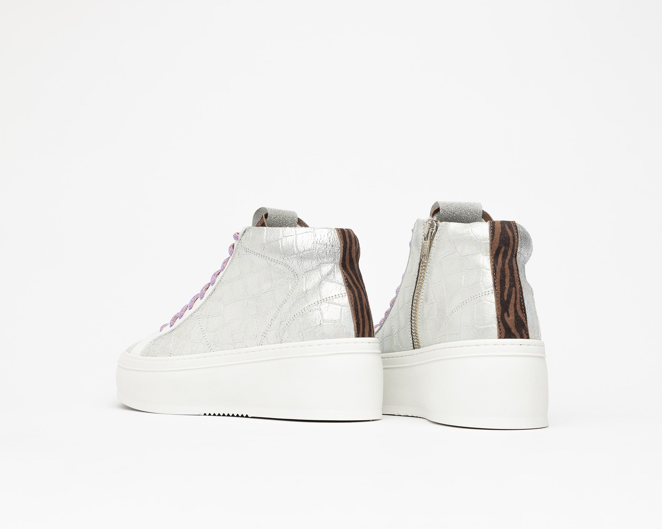 Vicky High-Top Platform Sneaker in Naicut - Detail 2