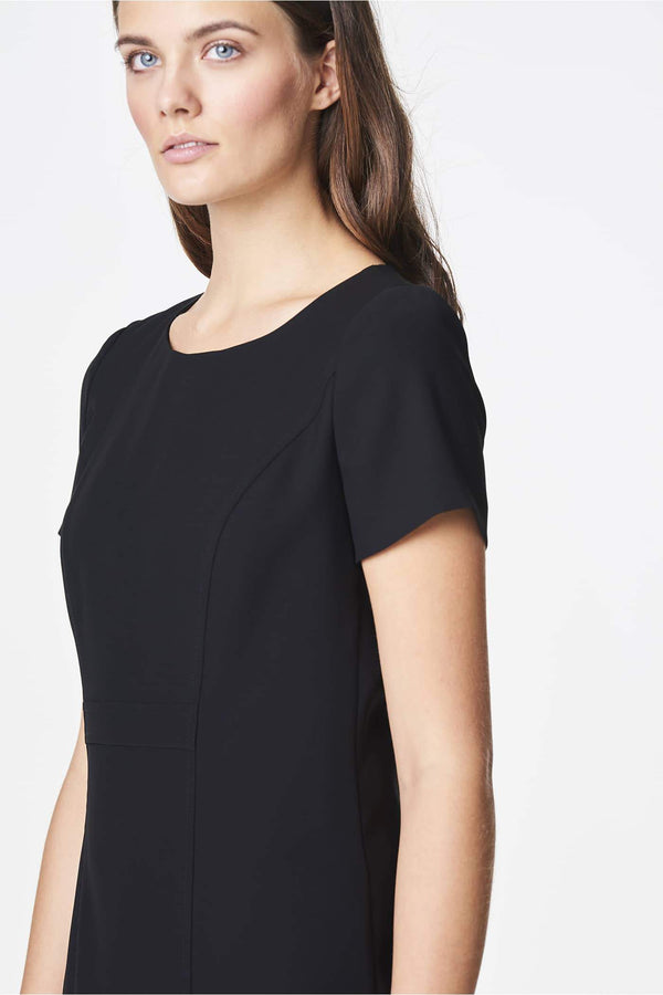 Voglia classic black dress with round neckline