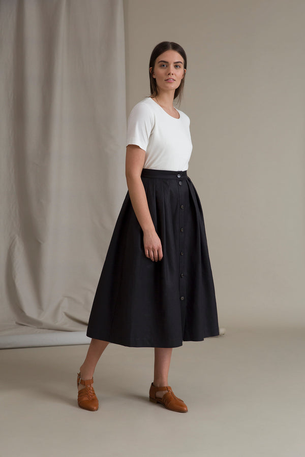 DAISY Wide Hem Button Skirt blackest
