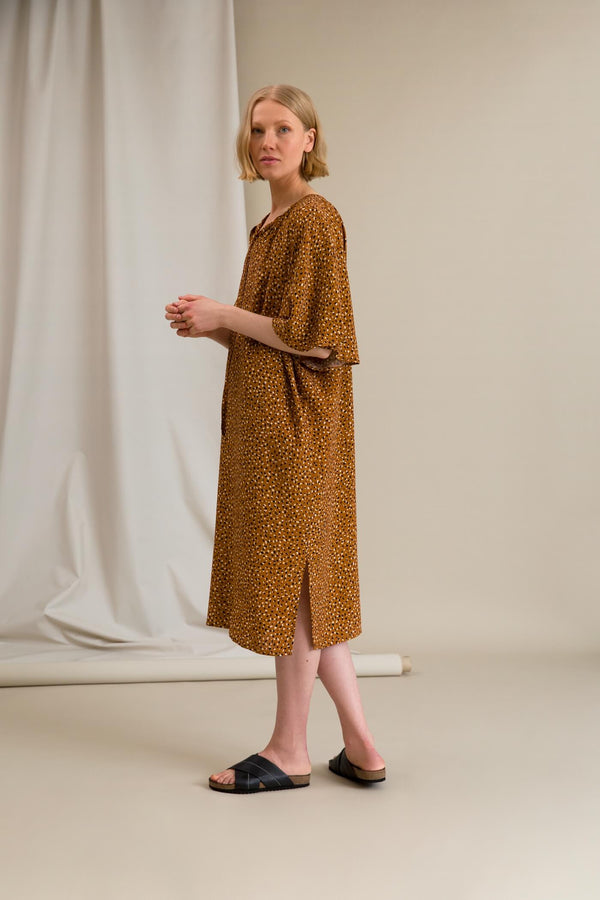 FATIMA Dot Pattern Dress chestnut side