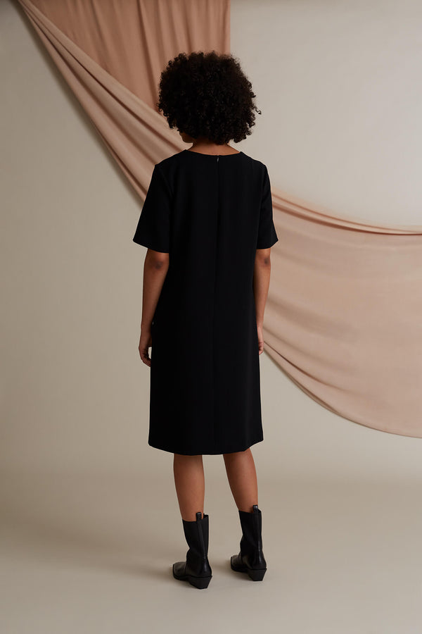 Kennedy loose fit dress black behind