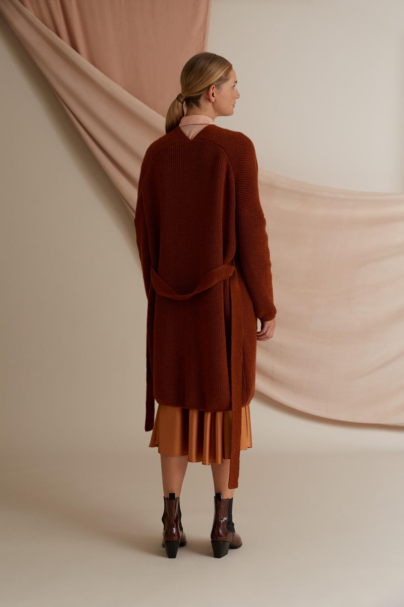 Voglia Akira long wool cardigan chestnut behind