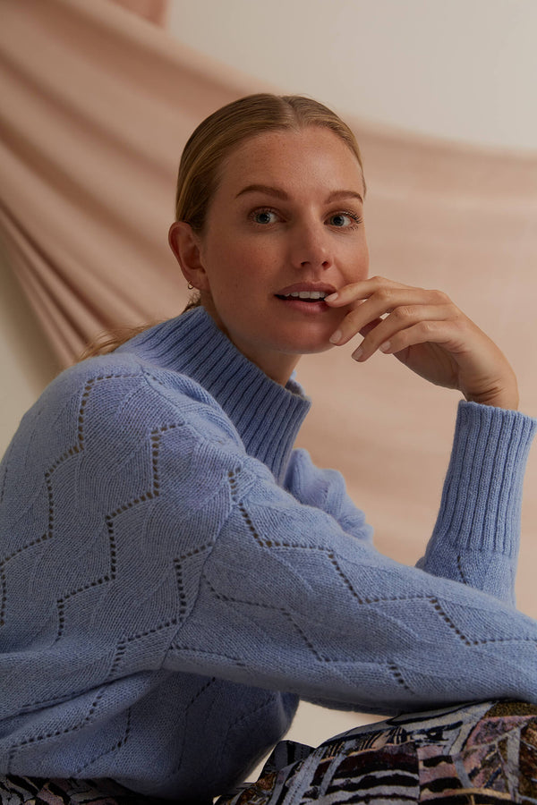 Voglia Caia wool jumper light blue detail