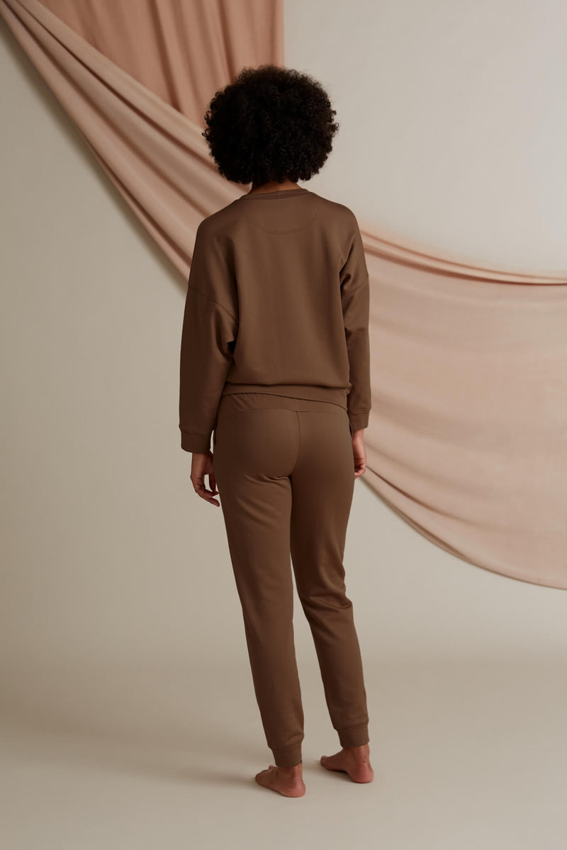 Voglia Daily relaxed sweat pants chestnut behind