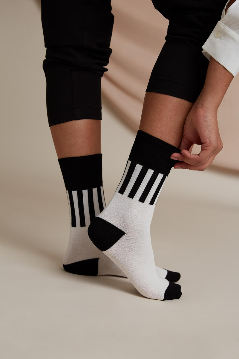 Voglia Evan striped socks white black