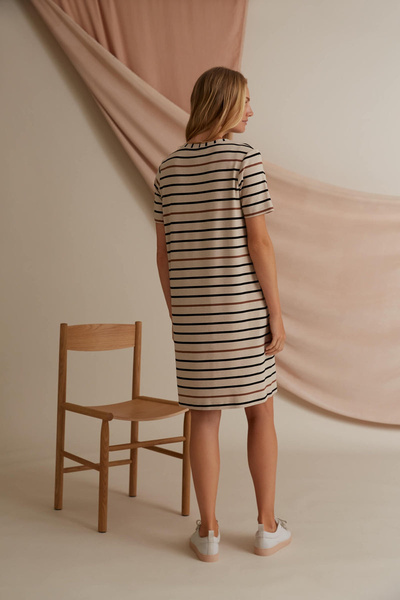 Voglia Finland Adriana striped dress in sand back