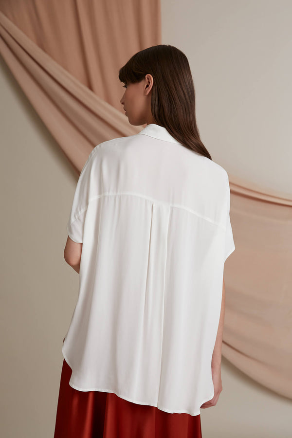 Voglia Finland Anna loose fit shirt white behind