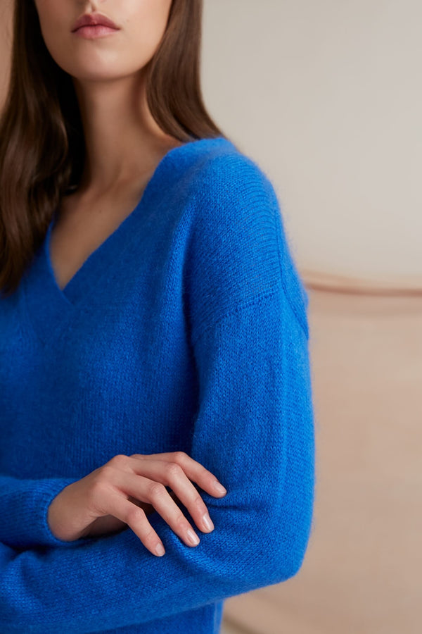 Voglia Finland blue v-neck mohair sweater