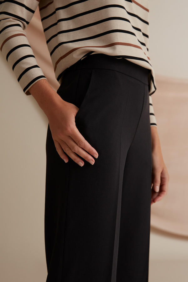 Voglia Finland Corinna black wide trousers detail