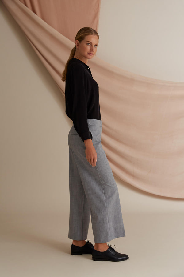 Voglia Finland Gigi culottes light grey side