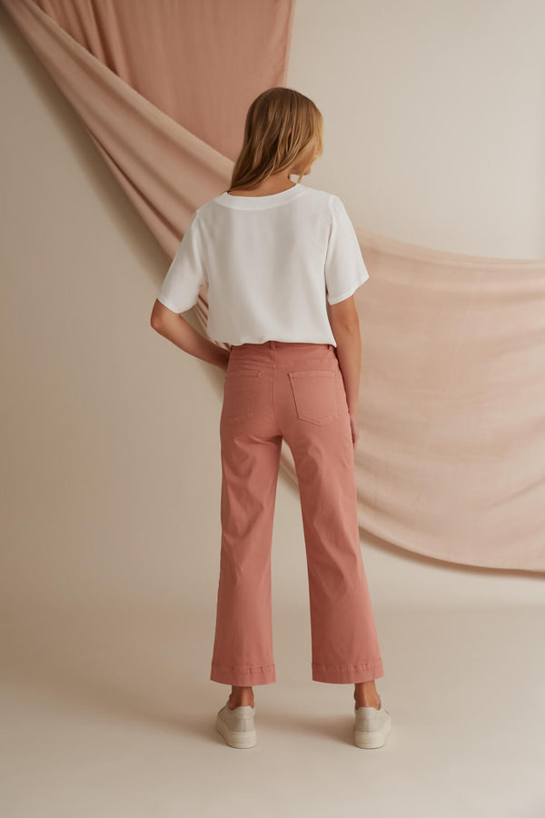 Voglia Finland Helena blush ankle pants behind