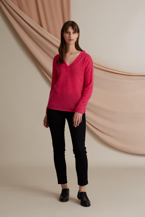 Voglia Finland pink v-neck mohair sweater front