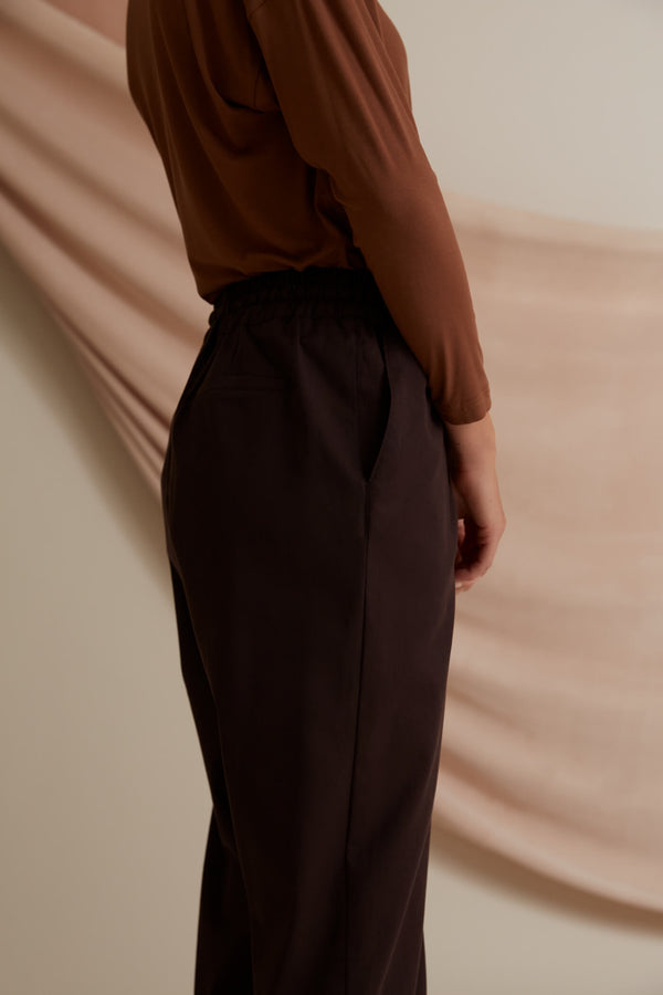 Voglia Finland Sylvie Relaxed Fit Pants in Dark Brown back