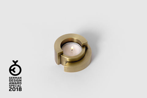 CIRCULAR tea light holder <br><i>aged brass finish</i>